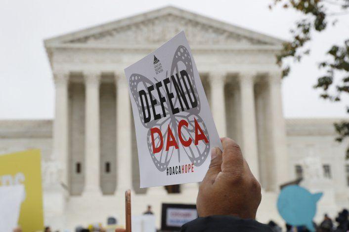 Juez: Trump debe aceptar nuevas solicitudes del DACA