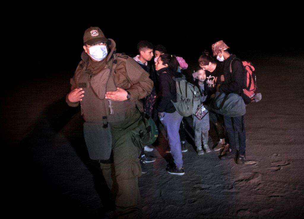 haitianos y venezolanos cruzan caminos en la frontera de chile y peru