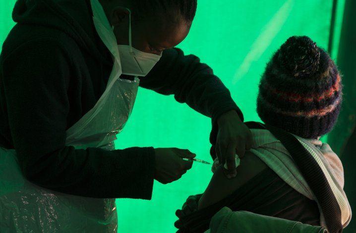 Fundación aporta 1.300 millones para vacunas COVID en África