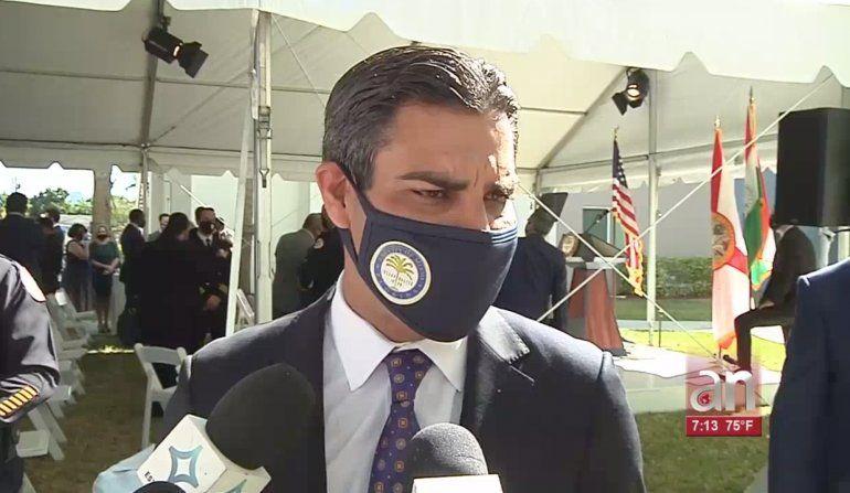 El alcalde de Miami, Francis Suárez, acompañado de los comisionados municipales, ofreció el discurso anual sobre el estado de la ciudad