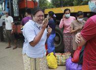 myanmar: multitudes celebran liberacion de presos politicos