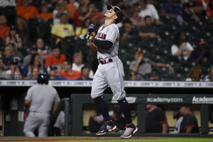 Con jonrón de Hernández, Indios se imponen  a Astros