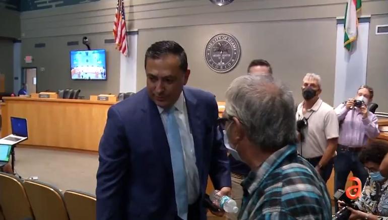 Comisión de Miami decide este jueves si despide al jefe de la policía Art Acevedo