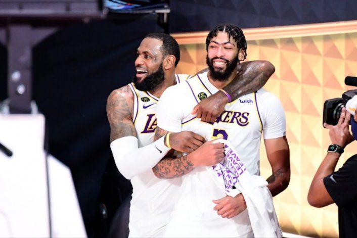 Los Lakers de Los Ángeles conquistan su 17mo título de la NBA al vencer 106-93 al Heat de Miami