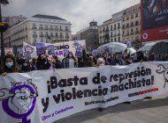 espana se tine de morado para celebrar el dia de la mujer