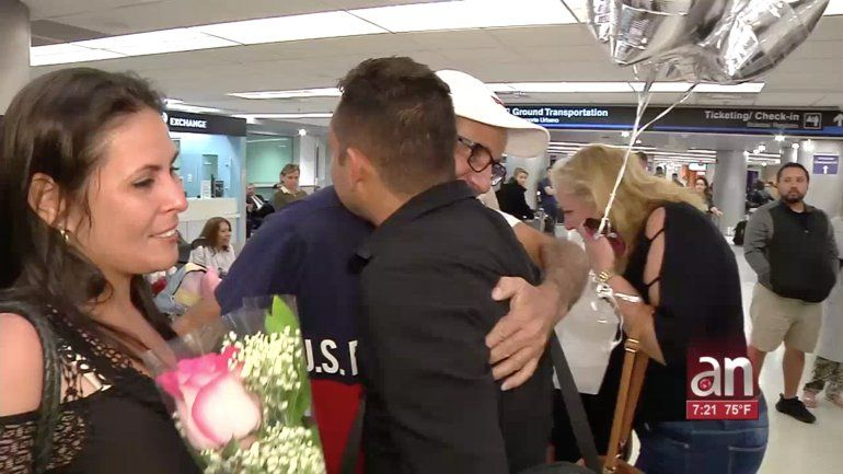 Familia cubana llega a Miami  gracias a la Lotería Internacional de visas