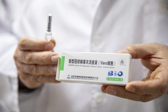 Hungría empieza a administrar vacuna china contra COVID-19