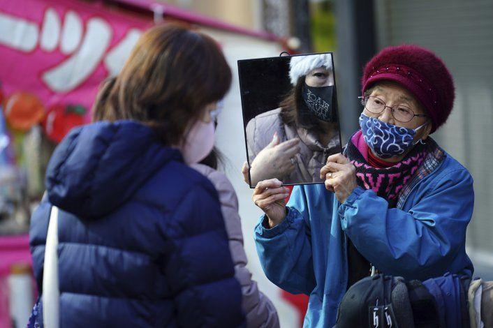 Casos de COVID-19 repuntan en China, que recibe a la OMS