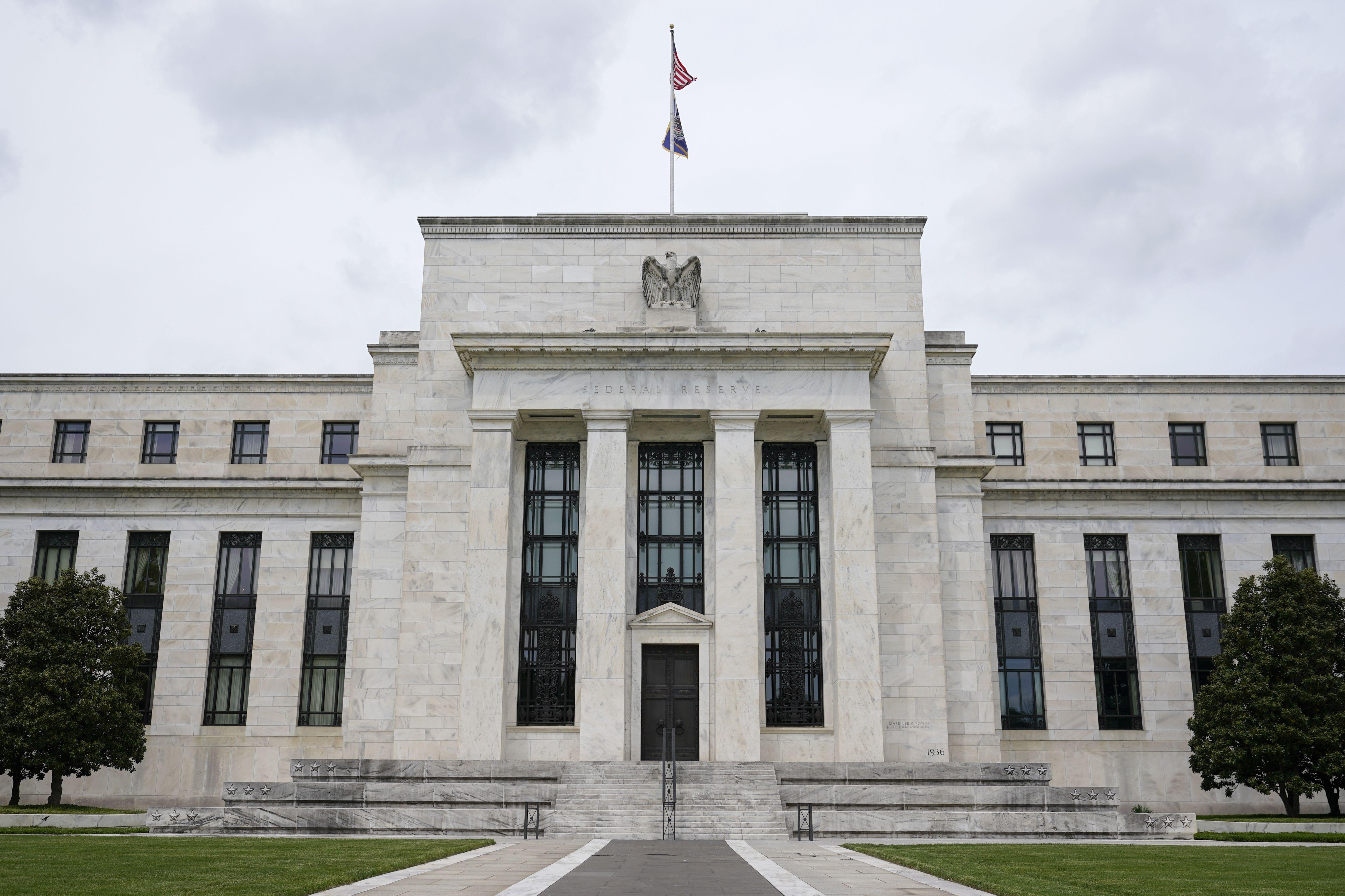 fed: compra de bonos podria cesar a mediados de 2022