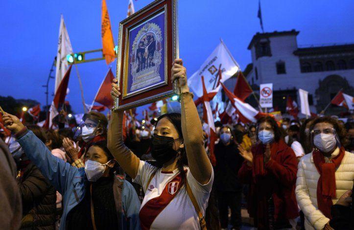 Definen libertad de Fujimori en medio de zozobra en Perú