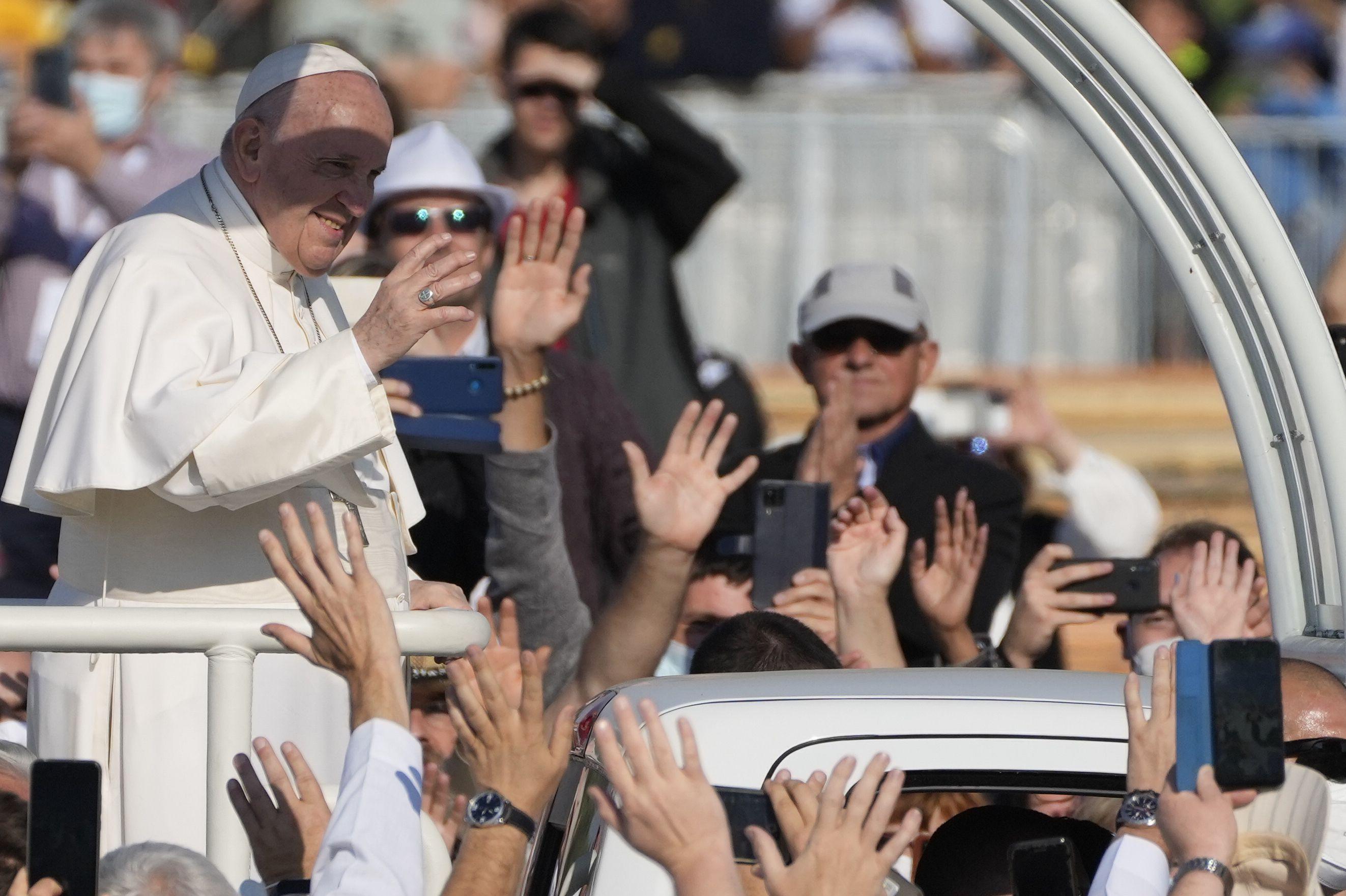el papa pide compasion en el final de su viaje a eslovaquia