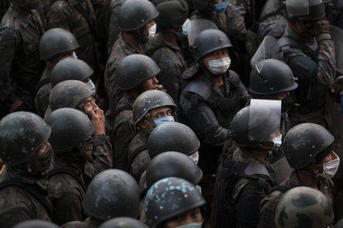 La Policía de Guatemala logra frenar la caravana de migrantes procedente de Honduras