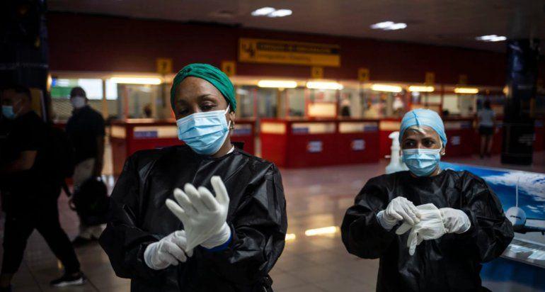 Régimen castrista reconoció oficialmente que al menos cinco variantes del virus SARS-CoV-2, circulan en Cuba