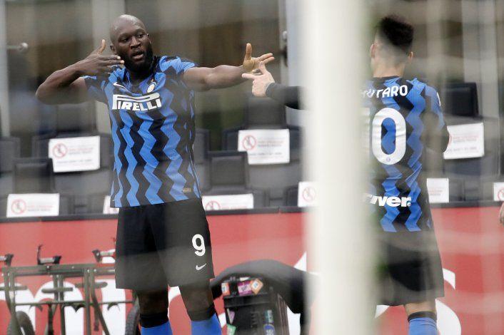 Inter amansa 3-0 al Milan en el clásico