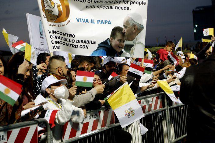 El papa vuelve a Roma tras su gira relámpago por Irak