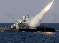 tension en el estrecho de ormuz: un buque de eeuu lanzo disparos de advertencia contra barcos iranies