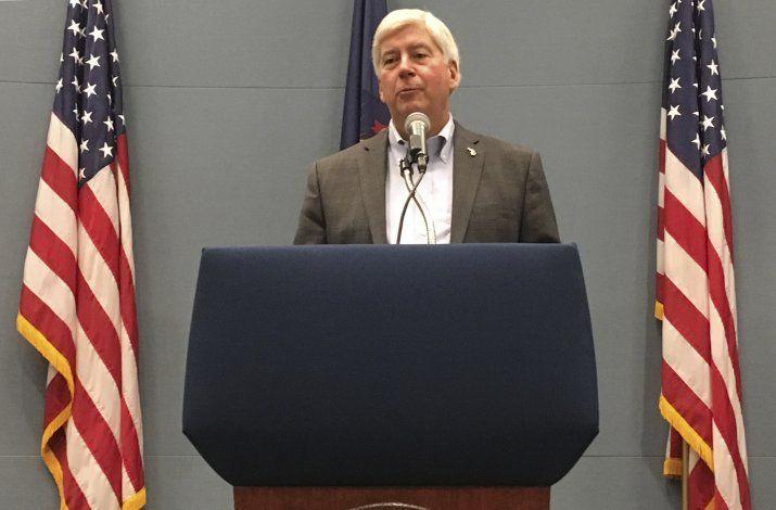Formulan cargos a exgobernador por crisis de agua en Flint
