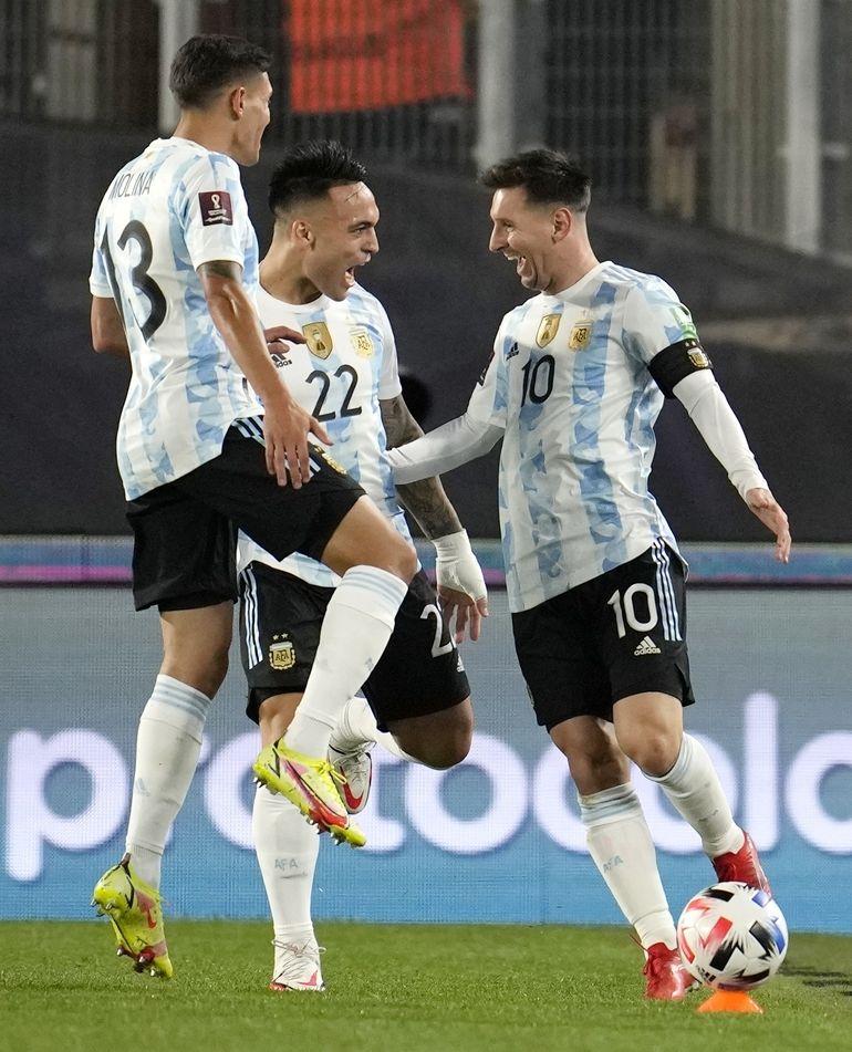 Messi bate nuevo récord de goles y Argentina delira