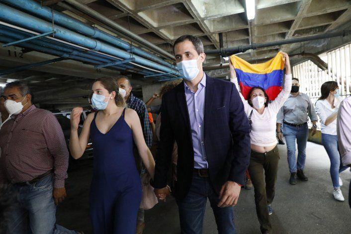 Reino Unido respalda afirmación de Guaidó en disputa por oro