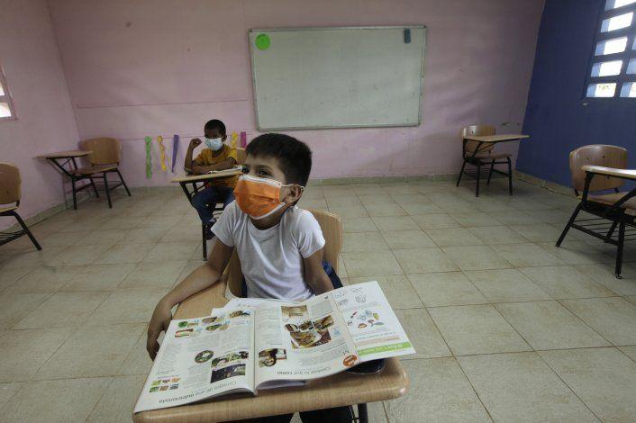 Panamá aprueba uso de emergencia de vacuna china para COVID