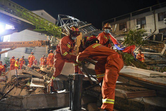 China: Sube a 17 el número de muertes en derrumbe de hotel