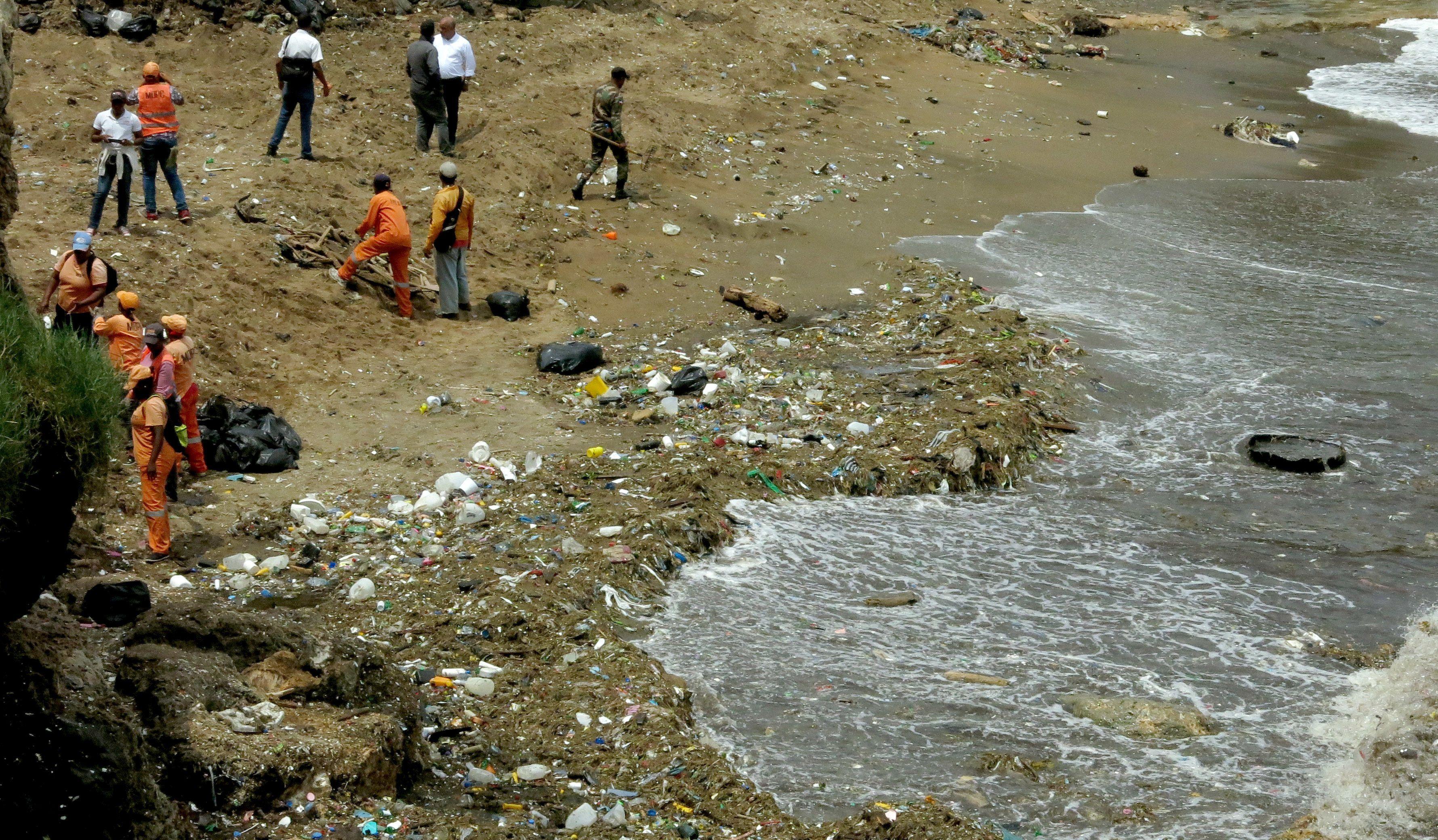 Unas 800 toneladas de basura en playas de Santo Domingo