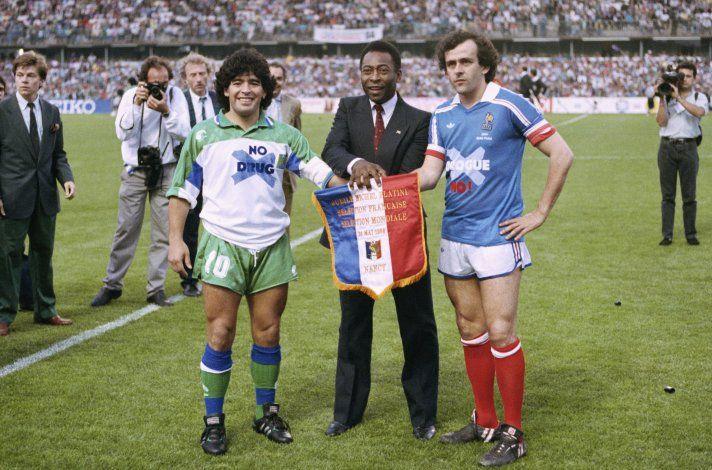 Platini elogia a Maradona: el mayor amante del fútbol