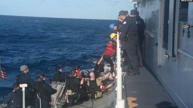 Guardia Costera repatria a 9 cubanos encontrados en los Cayos de la Florida