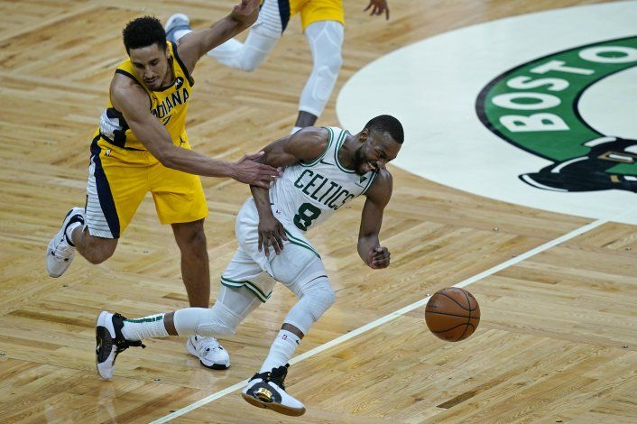 Walker aporta 32 puntos a victoria de Celtics ante Pacers