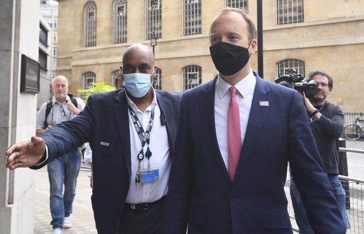 Variante de virus es más contagiosa, dice ministro británico