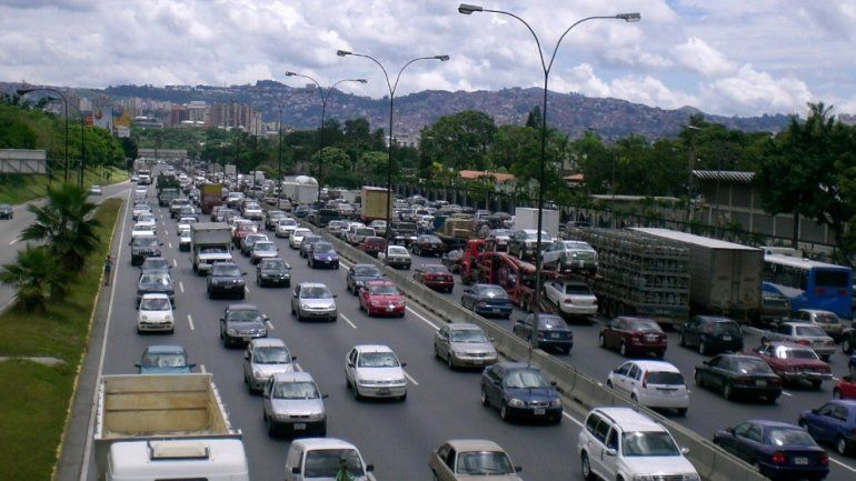 Maduro cambia el nombre a una de las autopistas más importantes de Caracas, Venezuela