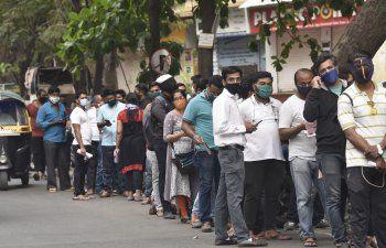 El repunte del virus en India afecta a suministro de vacunas