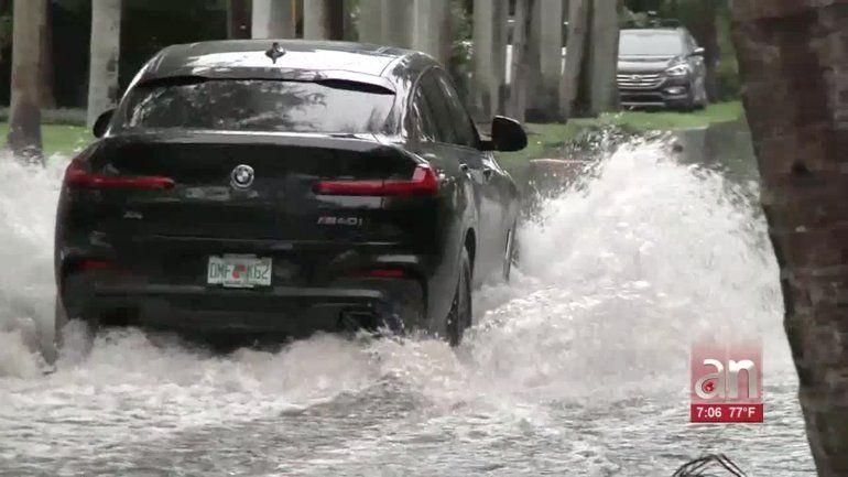 Fuertes lluvias causan estragos en varias zonas del condado Miami-Dade