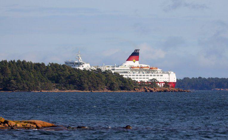 Encalla ferry en mar Báltico; no hay reportes de lesionados