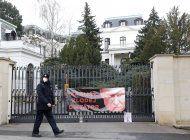gobierno checo expulsa a 18 rusos por explosion de 2014