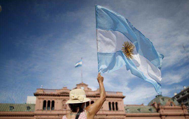 Gobierno argentino busca postergar elecciones por pandemia
