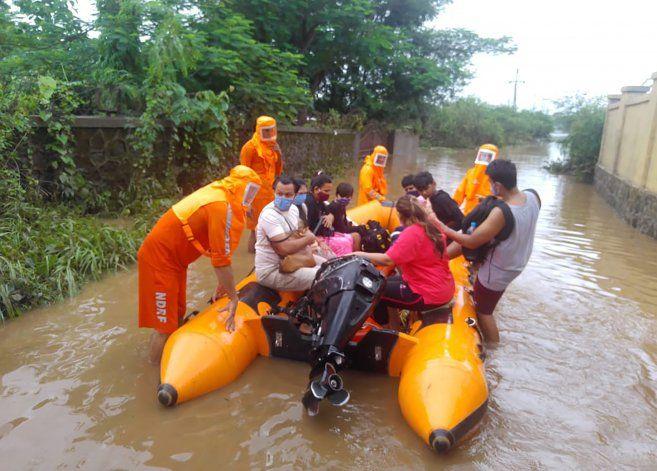 Lluvias del monzón causan deslaves en India: 32 muertos