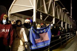 ola de inmigrantes, entre ellos cubanos, a las puertas de eeuu