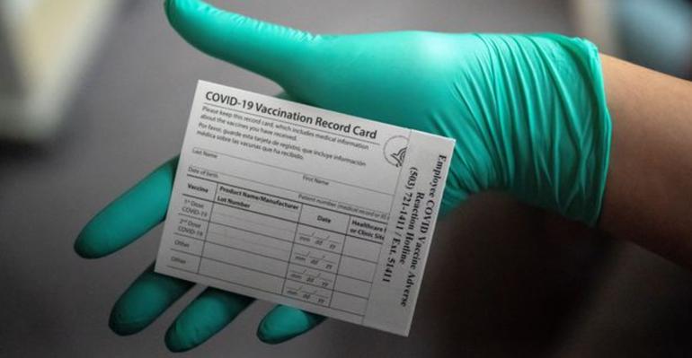 Residentes y dueños de negocios de Miami opinan sobre el pasaporte de vacunación
