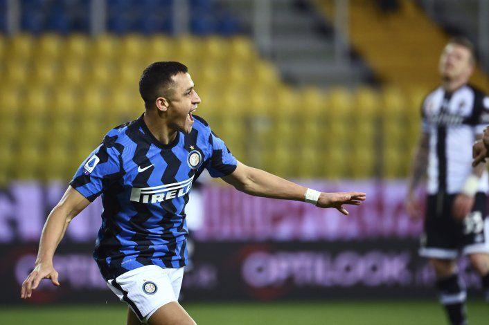 Alexis Sánchez logra doblete; Inter supera a Parma