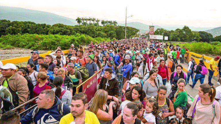 Colombia invita a otros países a abrir también vías para la regularización de desplazados venezolanos