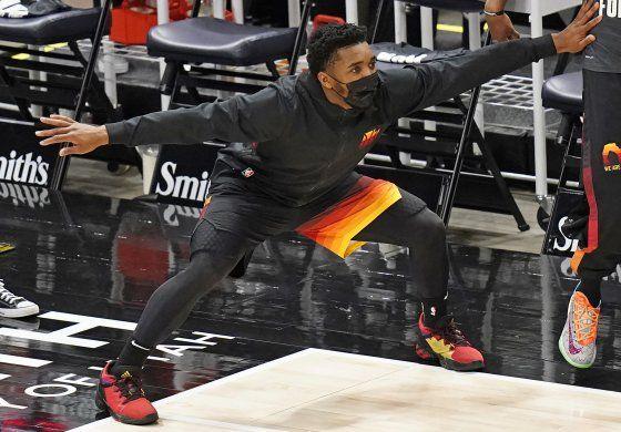 Con 26 puntos de Mitchell, Jazz arrolla a Hawks