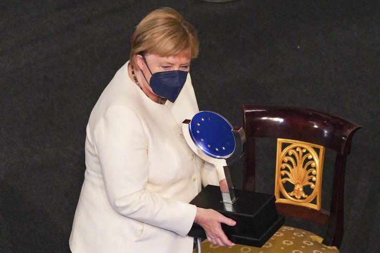 """Reducir emisiones será """"un trabajo muy duro"""", dice Merkel"""