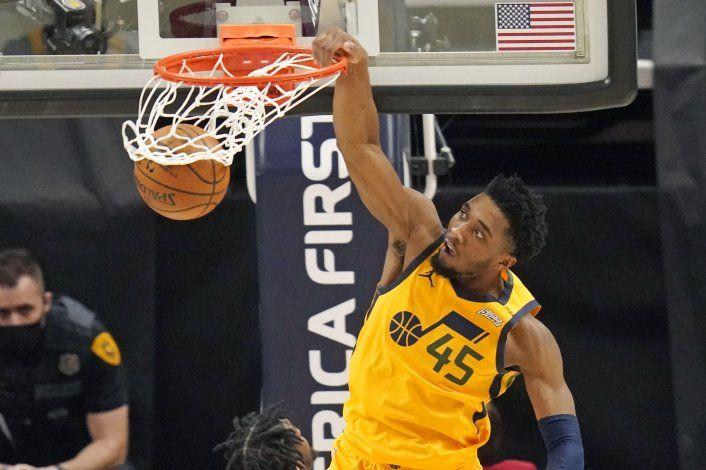 Jazz bate récord de triples y aplasta 132-110 a Hornets