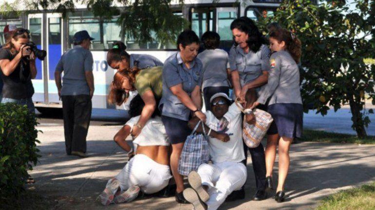 Damas de Blanco arremeten contra la prensa extranjera acreditada en Cuba  por no cubrir la represión
