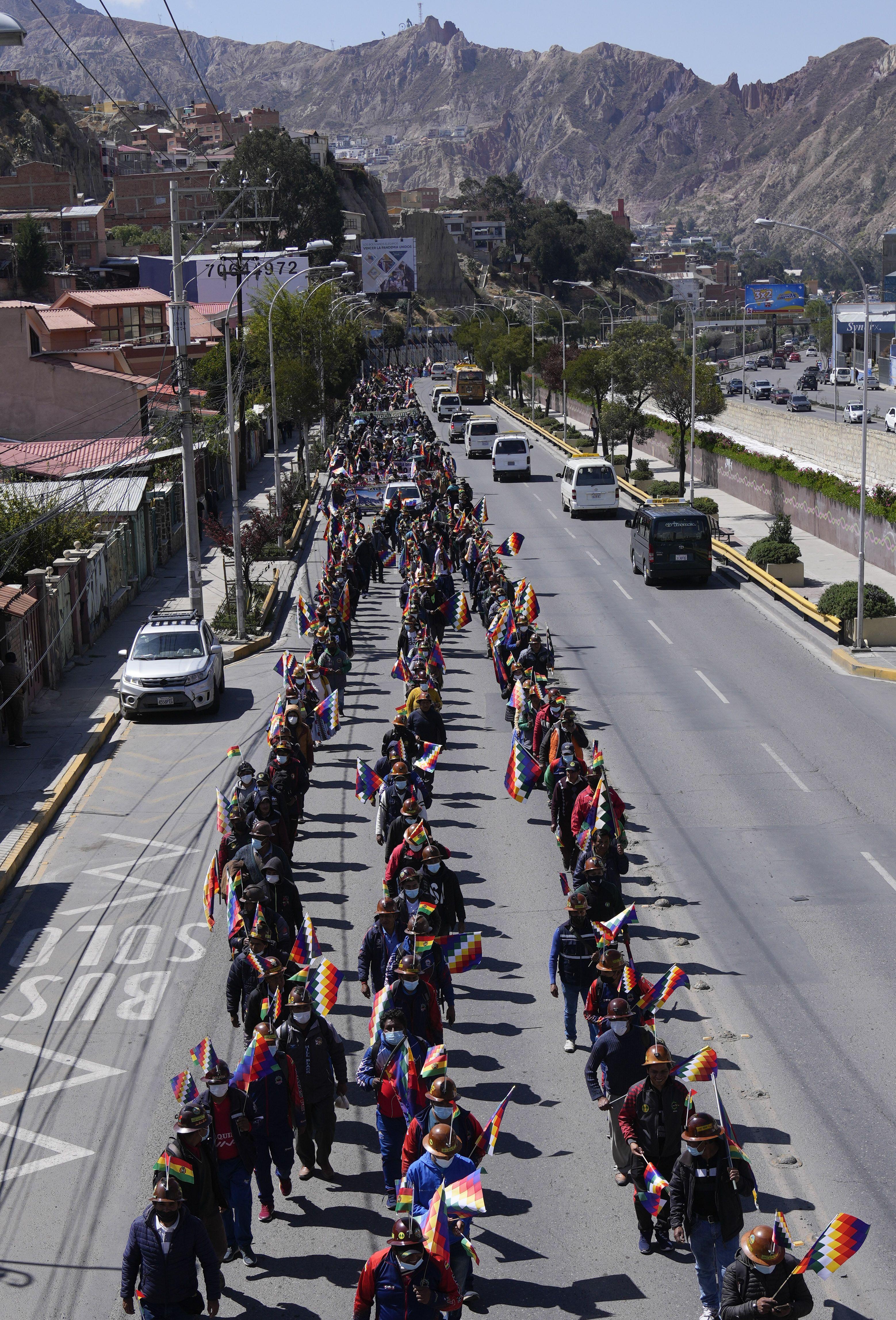 bolivia: evo morales encabeza marcha a favor del presidente