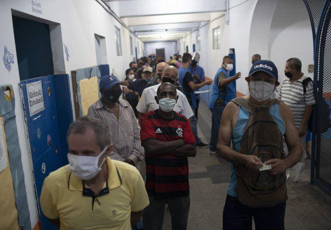 Aumentan casos de coronavirus en Brasil; políticos minimizan