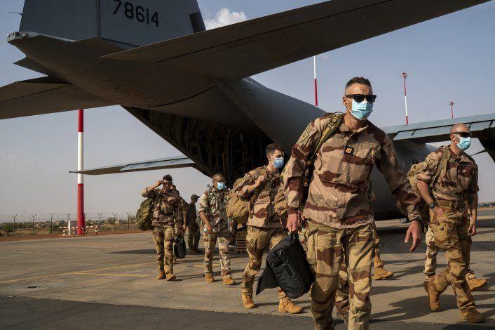 Francia anuncia reducción de presencia militar en Sahel