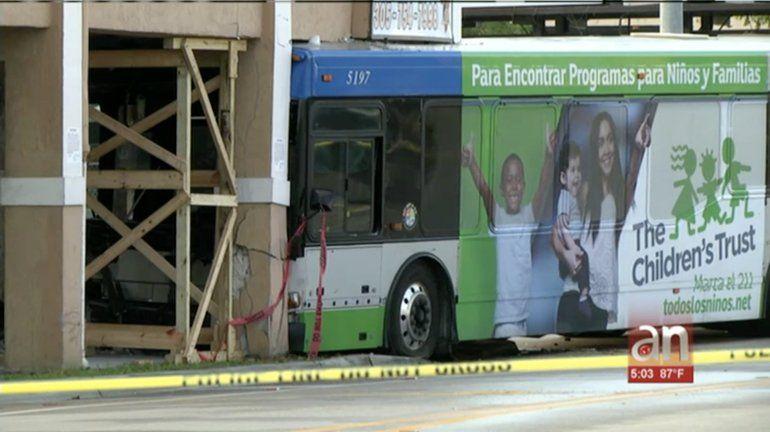 Un autobús se estrella contra un edificio en el Pequeño Haití y deja  adecenas de heridos