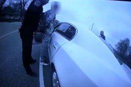 publican las imagenes de la camara corporal de la policia que mato al afroamericano daunte wright en minneapolis
